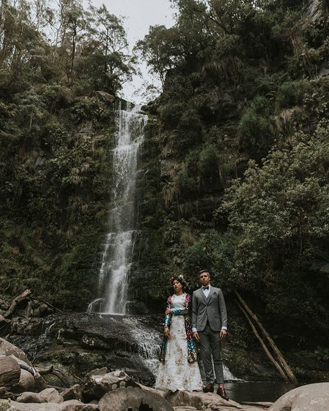 Eileen and Oliver's Wye River rainy-day wedding features today on @polkadotbride! I know what you're thinking, and you're right: we should all be wearing sequin capes to our weddings. Snappies by @aleksandarjasonweddings