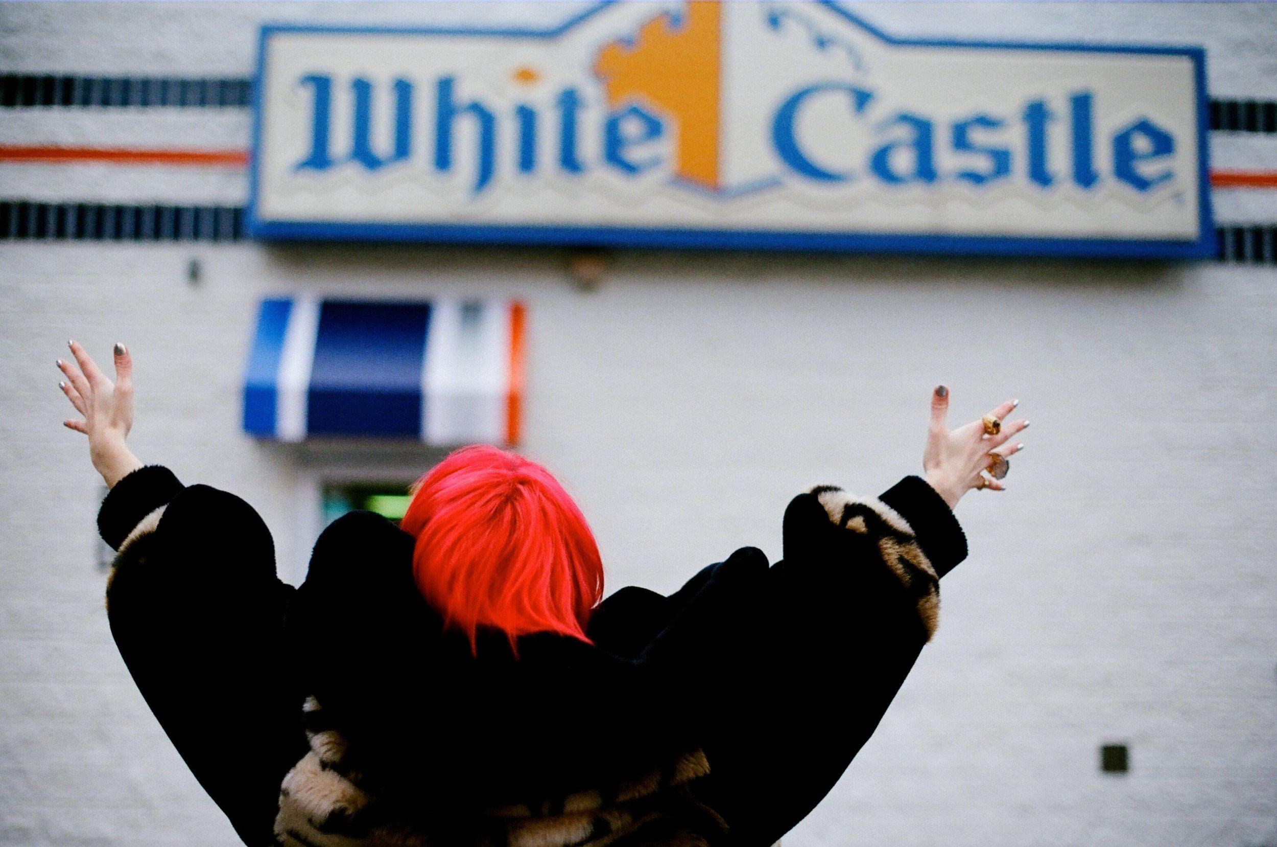 scarlet-bob-queen-of-white-castle