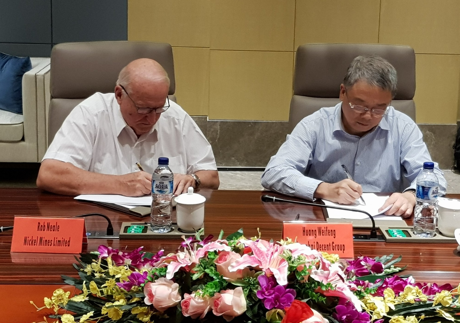 Nickel Mines Chairman Mr Robert Neale and Mr Weifeng Huang, Chairman of Shanghai Decent, Director of PT IMIP and Nickel Mines Non-Executive Director, signing the MOU re the potential acquisition of two new RKEF lines. A binding Collaboration Agreement was executed in November 2018.