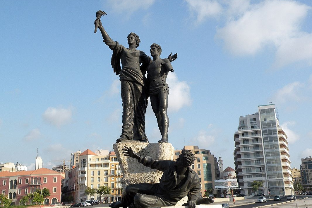 Beirut+06+Martyrs+Square+Statue%281%29.jpg