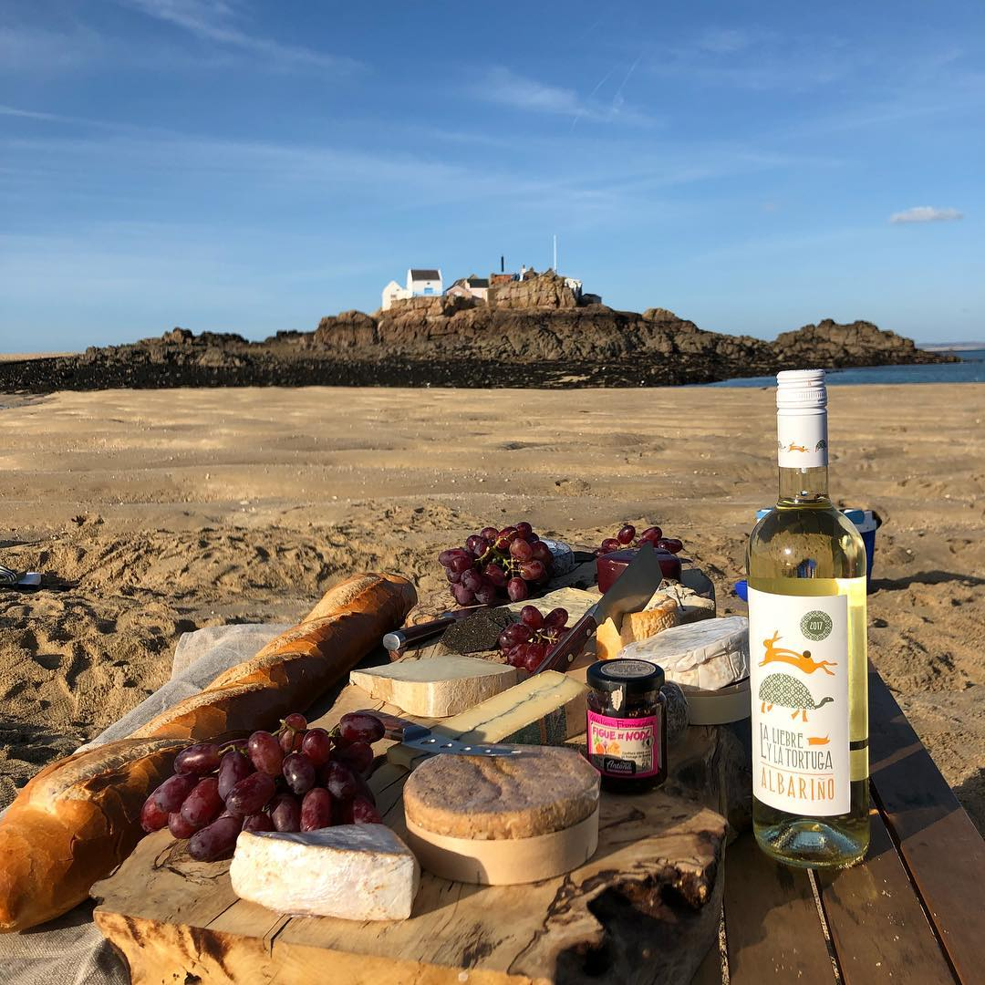 Picnic - La Belle GourmandeSaturday & Sunday from 0900Head to La Belle Gourmande - a delicatessen and eatery, situated in the heart of St. Aubin, to pick up your World Ocean Day picnic and head out to your favourite beach for a dose of vitamin sea.