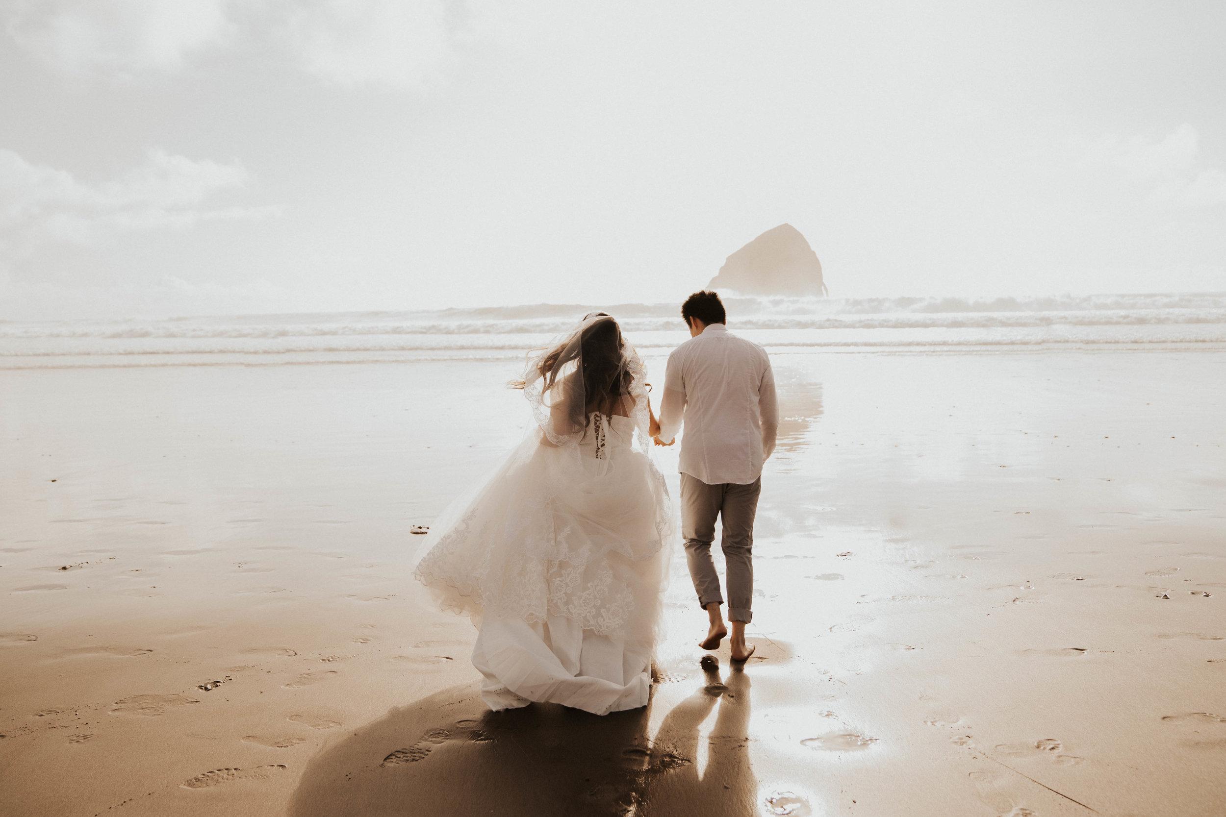 cape-kiwanda-oregon-intimate-elopement-wedding-photographer