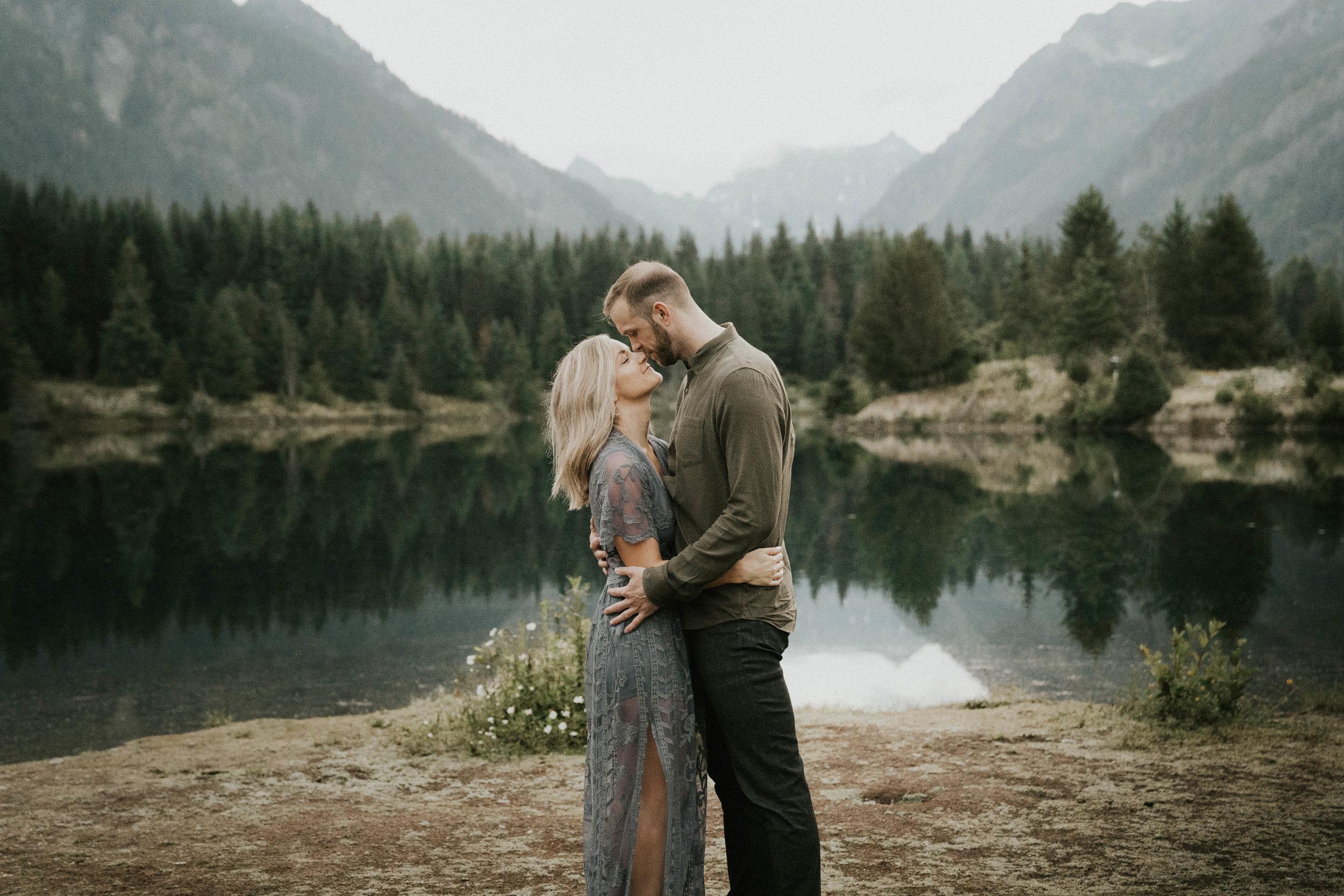 gold-creek-pond-engagement-photos