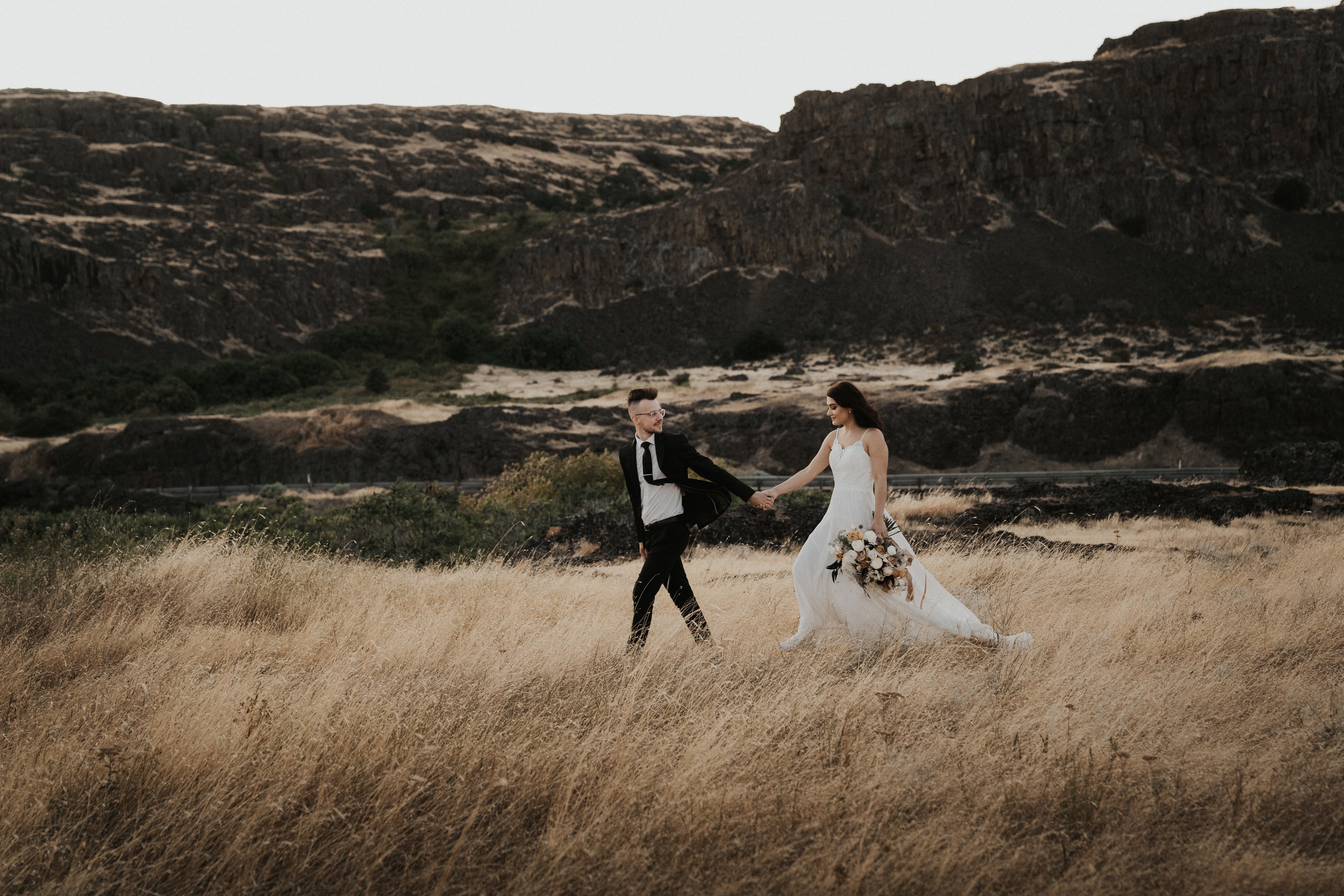 columbia-river-gorge-wedding-elopement-inspiration-12.jpg