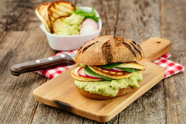 0E9A7730_Haloumi_Burgerr_with_cramy_Avocado_Dip.RDB.jpg