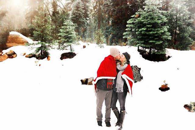 Love the snow and this sweet couple!!