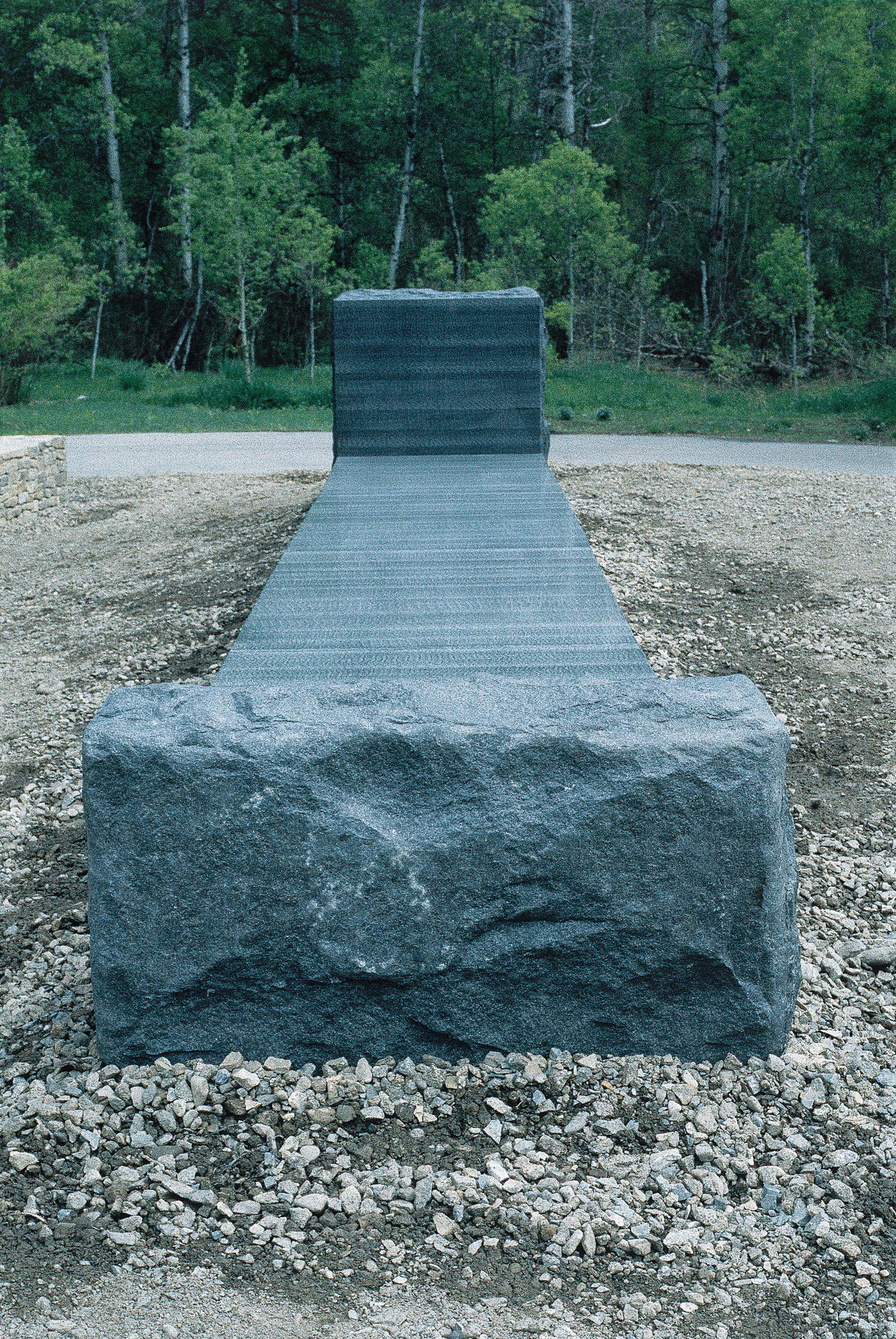 05_granite_bed.jpg