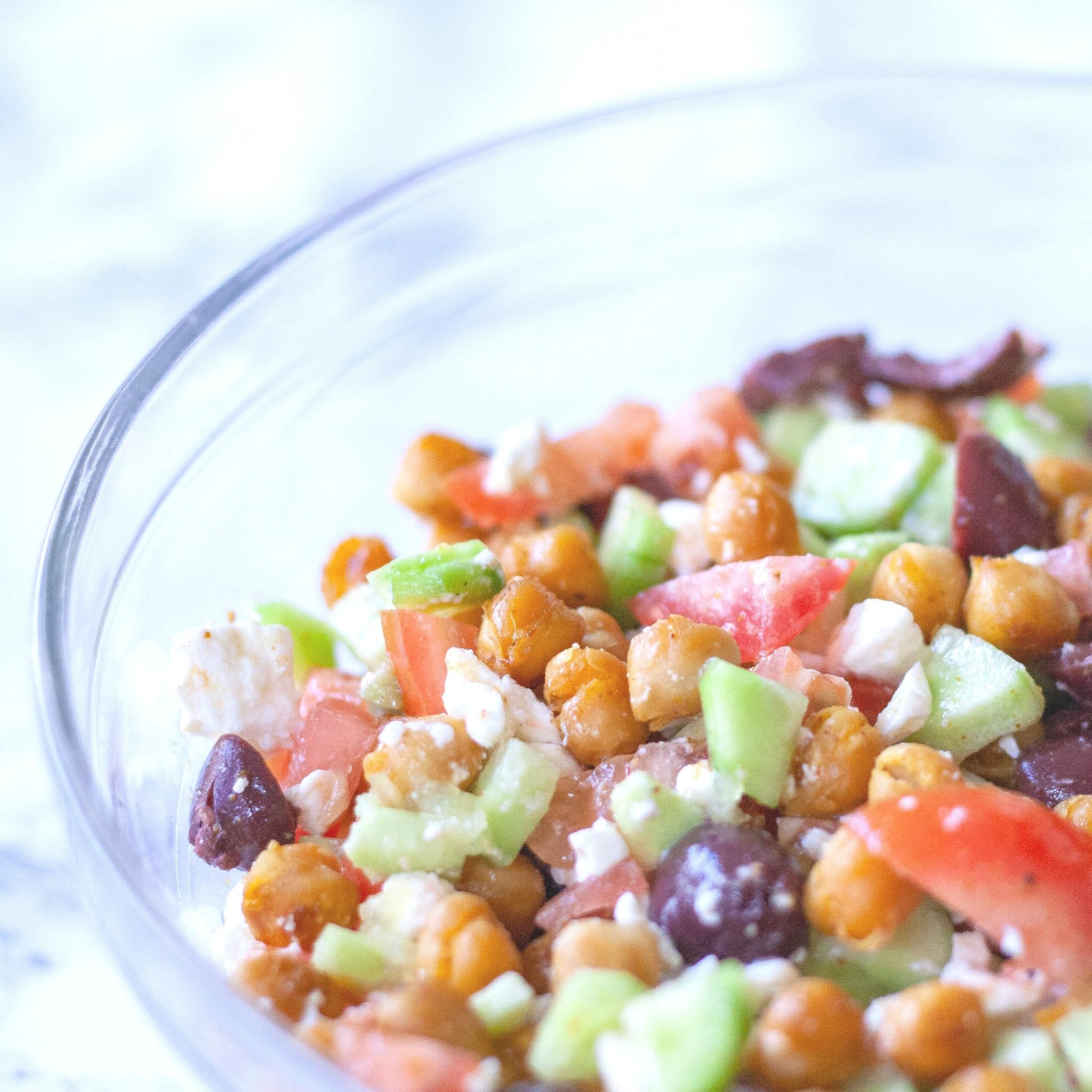 mediterranean+crispy+chickpea+salad