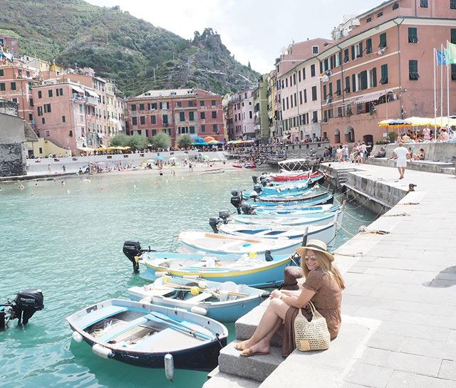 Vernazza is just so pretty 💕 �Tip: I was in Vernazza in August, it was really really crowded might be better to go start or end of season.  #vernazza #vernazzacinqueterre #vernazzaitaly #cinqueterre #morethancinqueterre #5terre #ladolcevita #cinqueterreitaly #tripstagram #girlsthatwander #thetravelwomen #travelhackers #globelletravels #ladiesgoneglobal #iammissadventure #girlaroundworld #traveldreamseekers #darlingescapes #femmetravel #iamtb #doyoutravel #traveladdict #travelinaangelina #bohohipgypsies #dreamless_travelmore #roamingwomens