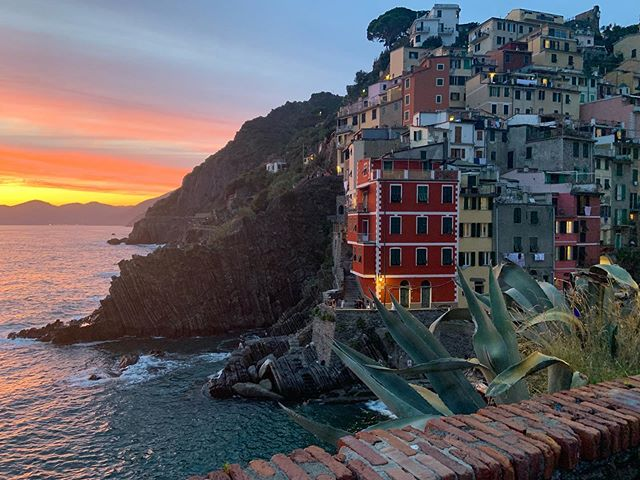 Beautiful sunsets at Riomaggiore 💕 �Tips: For an amazing sunset view go to La Conchiglia on the second floor, just wonderful.  @conchiglia_149 #riomaggiore5terre #riomaggiorecinqueterre #riomaggiore #cinqueterre #morethancinqueterre #5terre #cinqueterreitaly #tripstagram #girlsthatwander #thetravelwomen #travelhackers #globelletravels #ladiesgoneglobal #iammissadventure #girlaroundworld #traveldreamseekers #darlingescapes #femmetravel #iamtb #doyoutravel #traveladdict #travelinaangelina #bohohipgypsies #dreamless_travelmore #roamingwomen