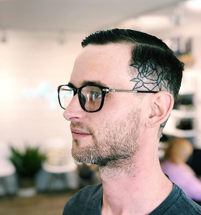 Ever wonder if Salty is on the cutting edge of barbering & men's cutting? Well, yes we are! This fade and slicked back top is one of our favorite cuts. Clean, classic & timeless. And the head tatt just adds to the look. ✂️🏄🏽 #saltyhairsalonobx #saltyhairclub #menscut #menshaircut #mensgrooming #fadehaircut #obx #outerbanks #mvrck