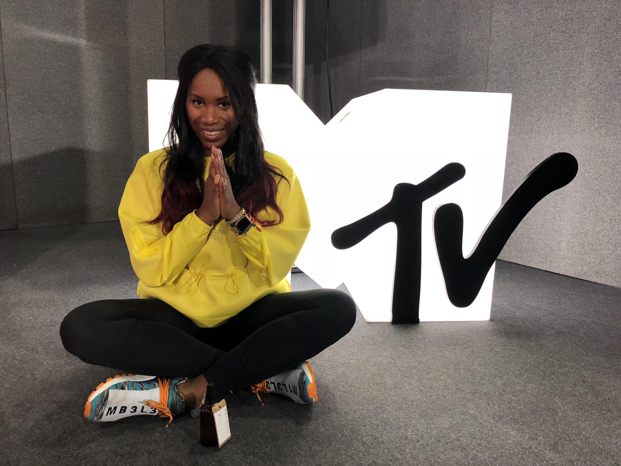 AICHA MCKENZIE AMCK FIT MTV EMA 2018 2.jpg