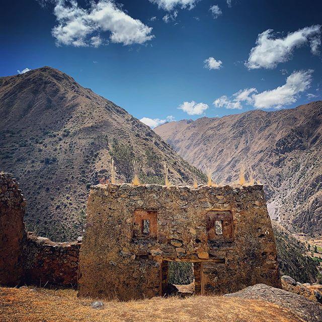 We see what we want to see. I see a very enthusiastic, happy bit of ruins at Puma Marca.😛 #ollantaytambo #pumamarca #ruinas #peru