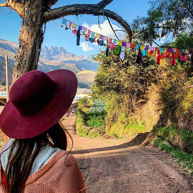 A colorful day in Huayllabamba! #peru #vallesagrado #thesacredvalley #huayllabamba