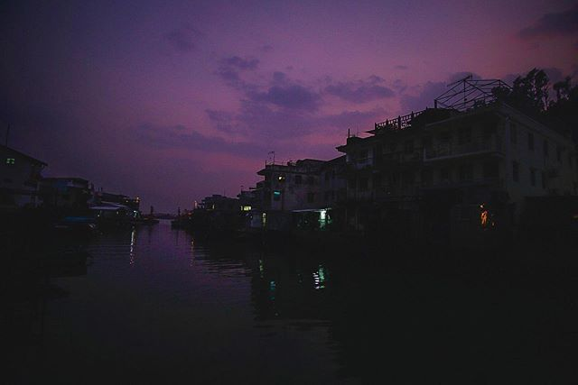 Beautiful peaceful evening in Tai O. . . . #sunset #sunsets #lavenderskies #purple #purpleskies #purplesky #nightclub #nighttime #nighttimephotography #nightphotography #peaceful #island #islandhopping #taio #lantau #backyardtravels #hongkong #hongkong🇭🇰 #hongkongnight #quiet #twilight