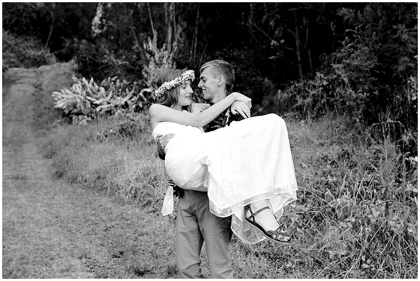 Maui groom carrying bride