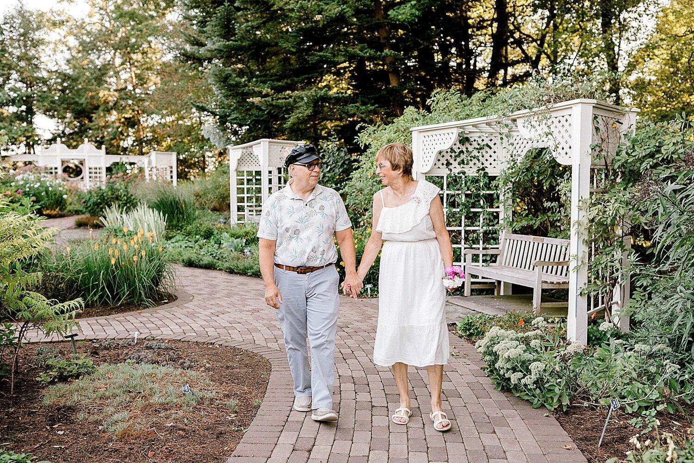 Maui-Destination-Photographer-Riverside-Gardens-Youngstown-Ohio-Anniversary-Photography_0004.jpg