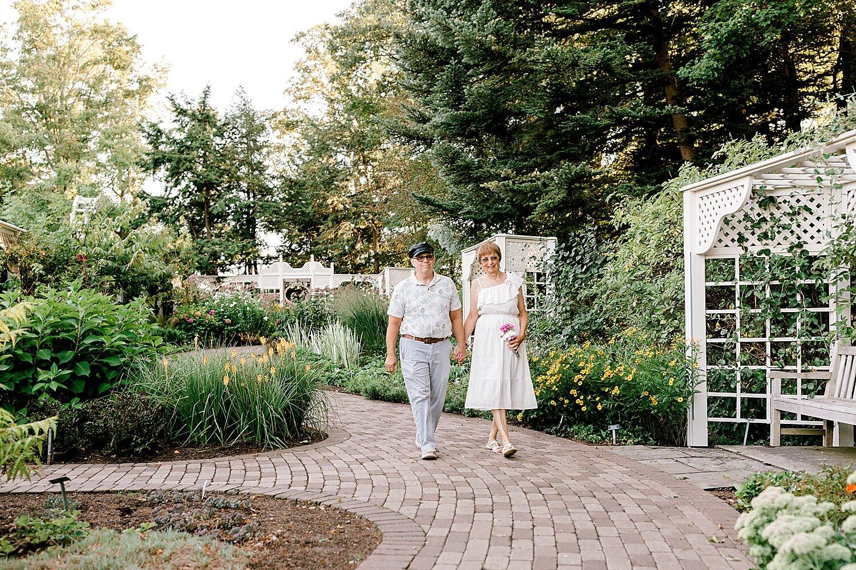 Maui-Destination-Photographer-Riverside-Gardens-Youngstown-Ohio-Anniversary-Photography_0003.jpg