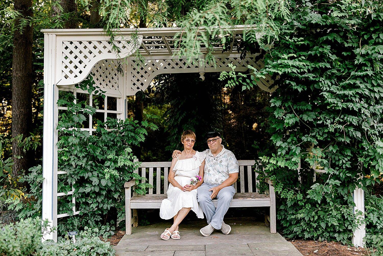 Maui-Destination-Photographer-Riverside-Gardens-Youngstown-Ohio-Anniversary-Photography_0006.jpg