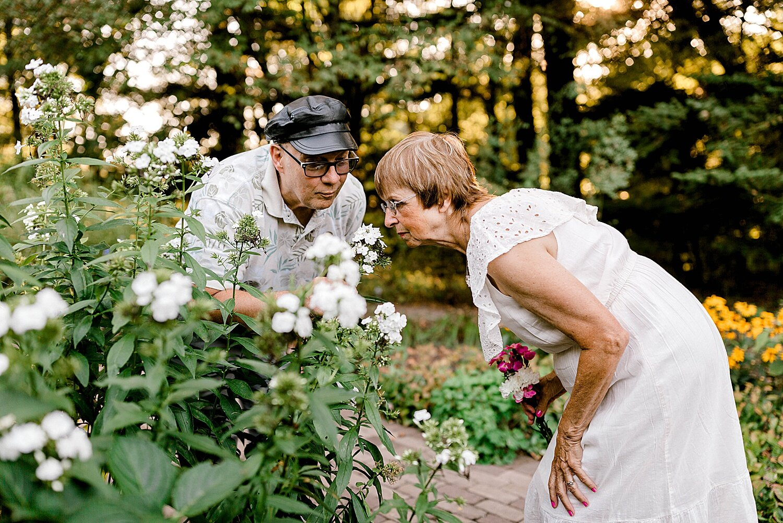 Maui-Destination-Photographer-Riverside-Gardens-Youngstown-Ohio-Anniversary-Photography_0007.jpg