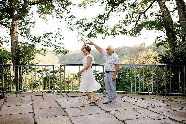 Maui-Destination-Photographer-Riverside-Gardens-Youngstown-Ohio-Anniversary-Photography_0009.jpg