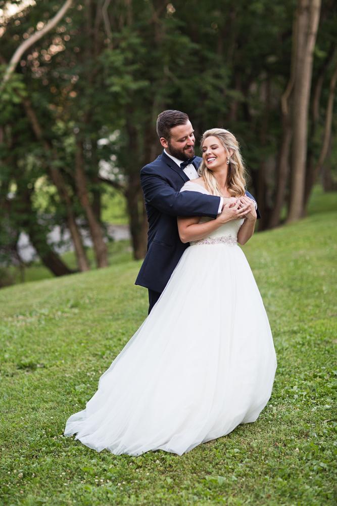 kind_encouraging_wedding_photographers_artist.jpg
