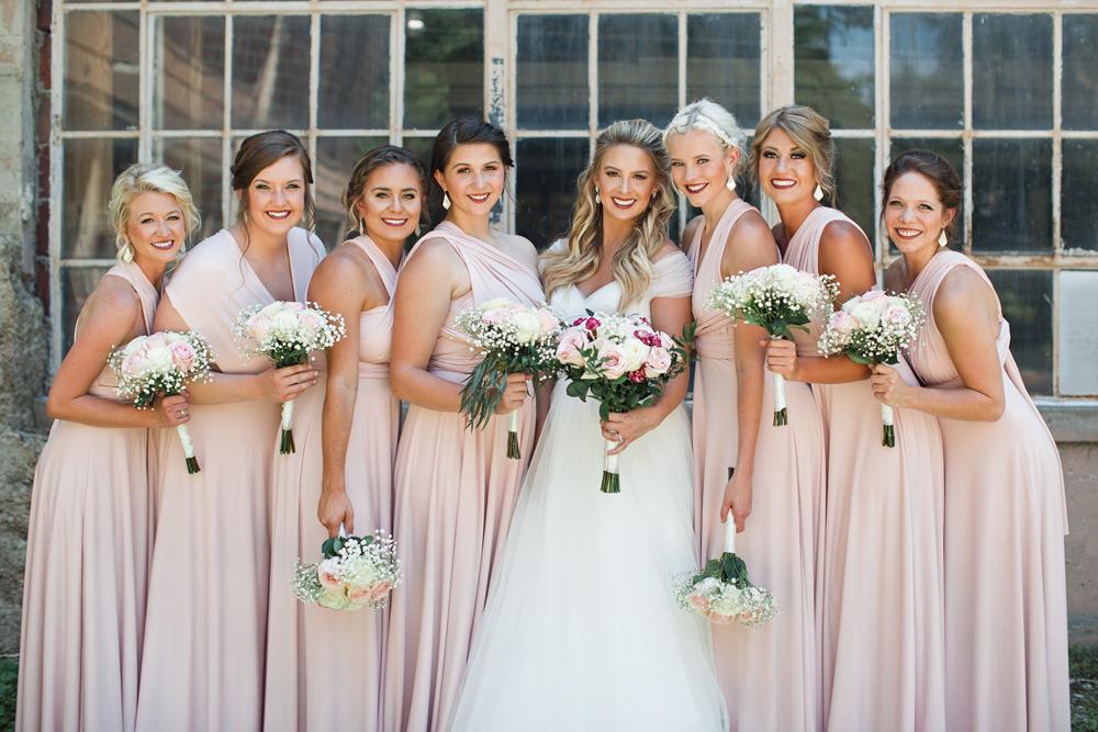 kind_encouraging_wedding_photographers_joyful.jpg