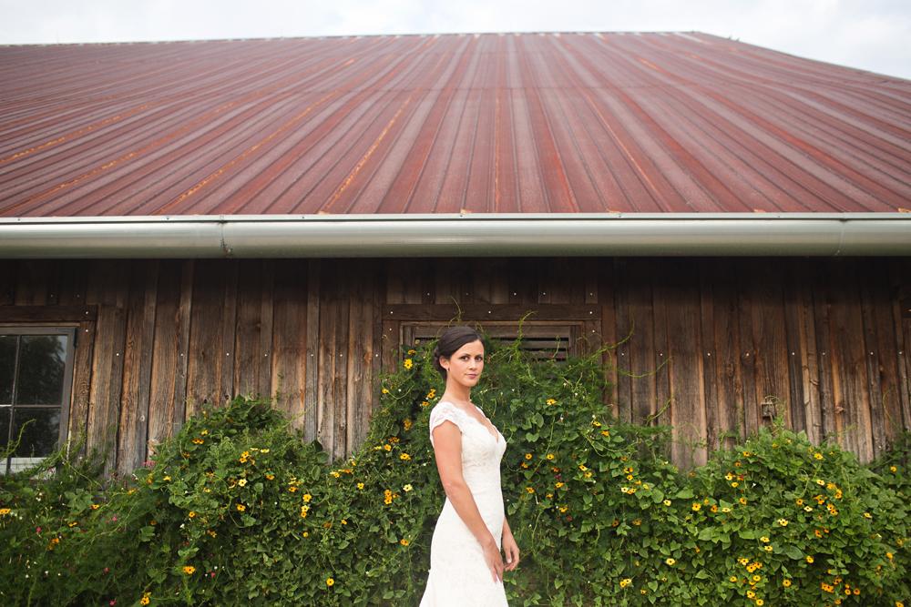 artistic_private_farm_wedding_photography.jpg