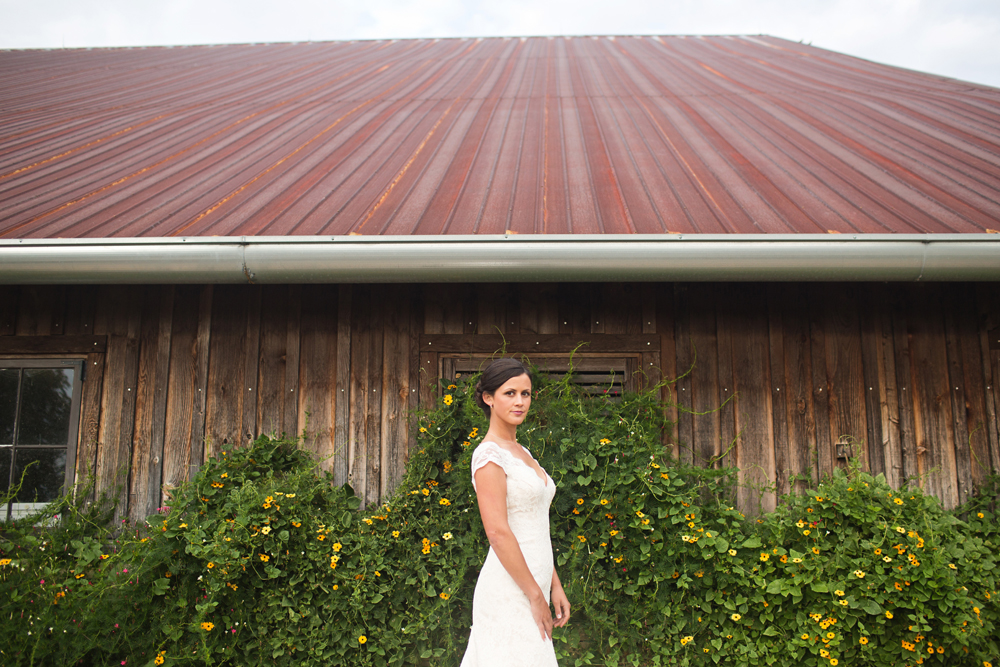 artistic_private_farm_wedding_photography.jpg