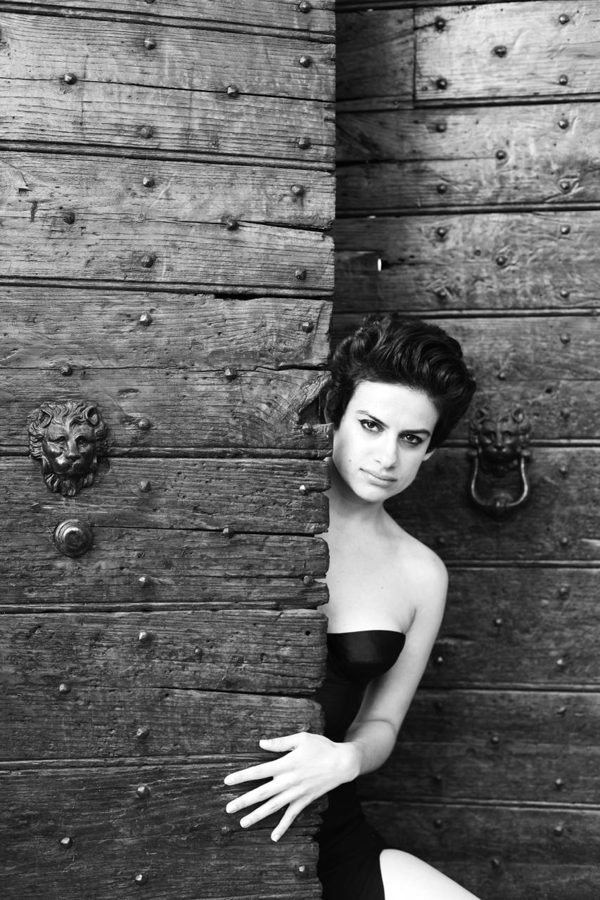 elena-levon-luana-thomas-photography-design-media-spa-cori-italy-latina-ninfa-gardens-dolce-vita-dolce-gabbana-vespa-be-italian-style-photoshoot-11.jpg