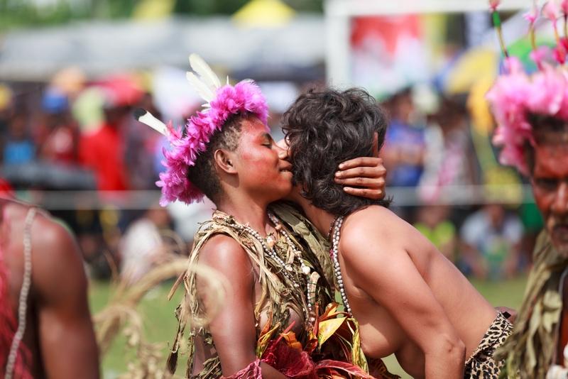 png_madang_festival_independent_travels_dimi_kash_elena_levon_sweet_studio_papua_new_guinea_body_paint_800_534.jpg
