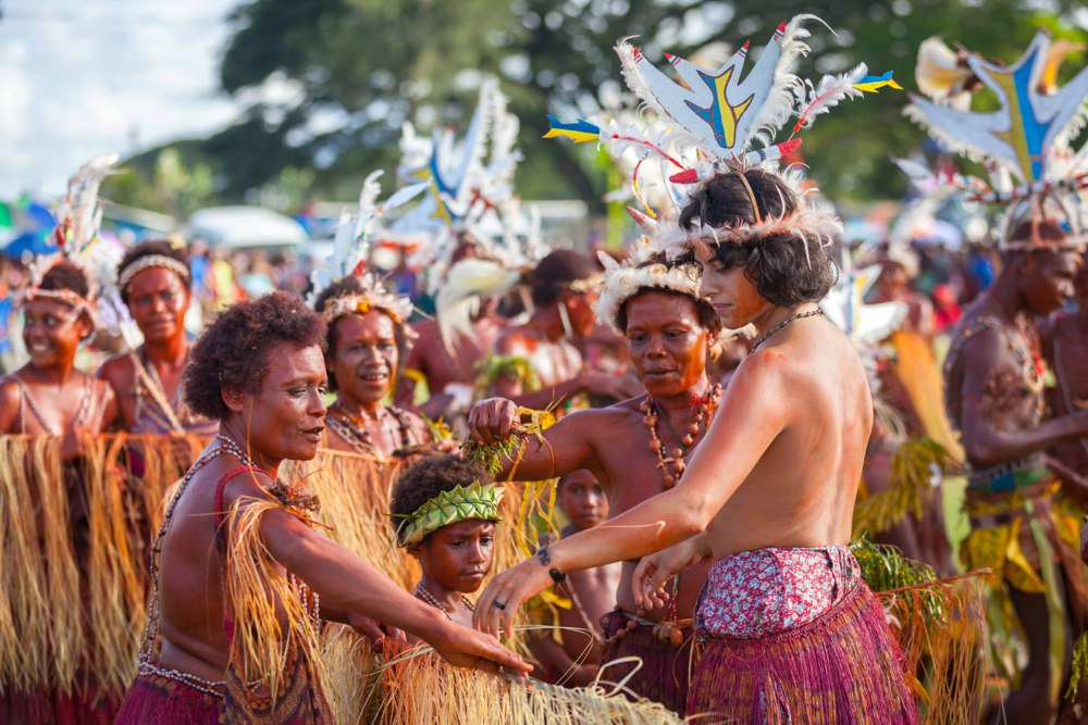 png_madang_festival_independent_travels_dimi_kash_elena_levon_sweet_studio_papua_new_guinea_body_paint-1.jpg
