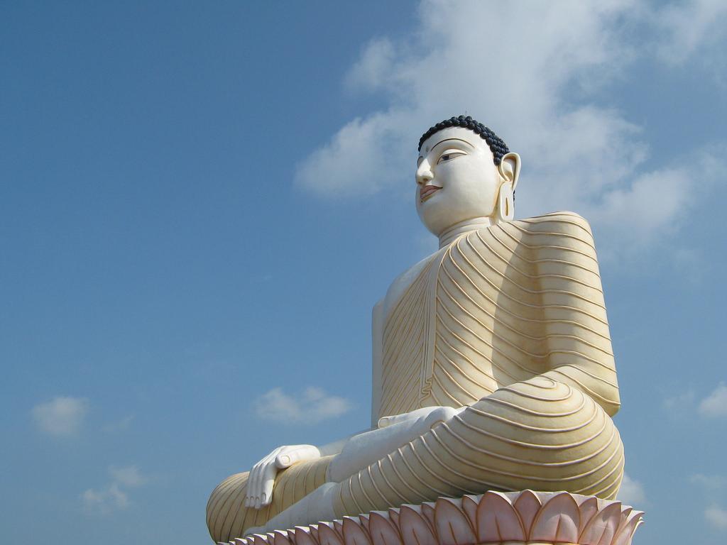 Sri Lanka - Sitting Buddha (Aluthgama)
