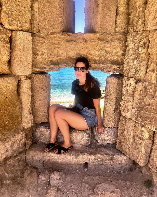 Awkward Blogger Photo 🤣  I literally hate photos of myself which is a tad problematic when you're a blogger as people (sometimes) like to see the face behind accounts.  Here I am, chilling in a medieval window, I guess 🤷‍♀️ So original. This was in Rhodes last Summer where I almost melted!  Currently I am looking ahead as I am off to Mallorca on Saturday and I am tres excited as the weather is shit in the UK! Cannot wait to get my vampire pins out.  Apologies to all other travellers who have to witness my milk bottles 🤣