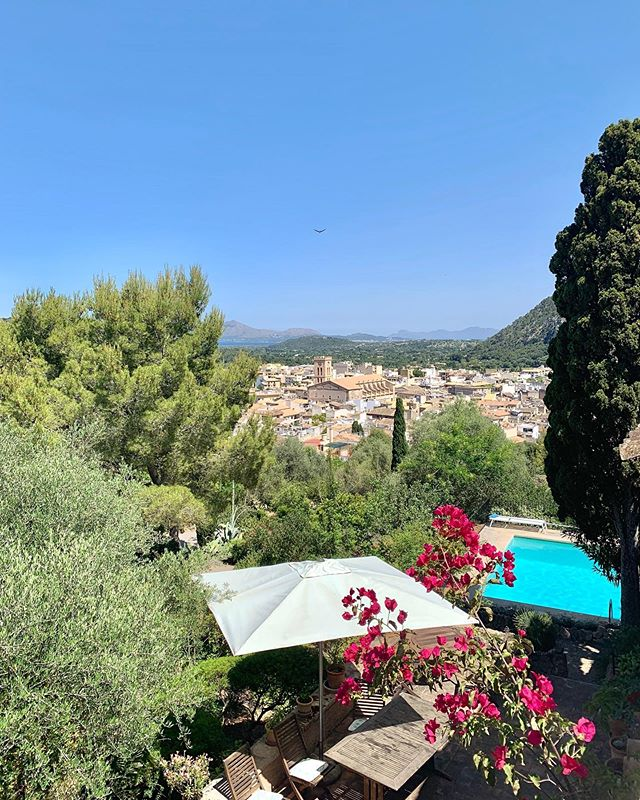 Totally in love with our villa in Mallorca 🥰  This week we are staying in a 200 year old Finca overlooking Pollença in the North of Mallorca. We're only a 5 minute walk into town too 👌  So far, Mallorca has pleasantly surprised me! Looking forward to mooching around this gorgeous island 🌴