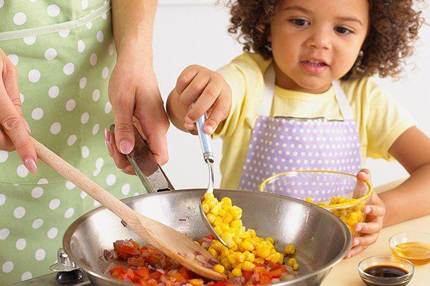 hipwee-cooking-with-kids_612.jpg