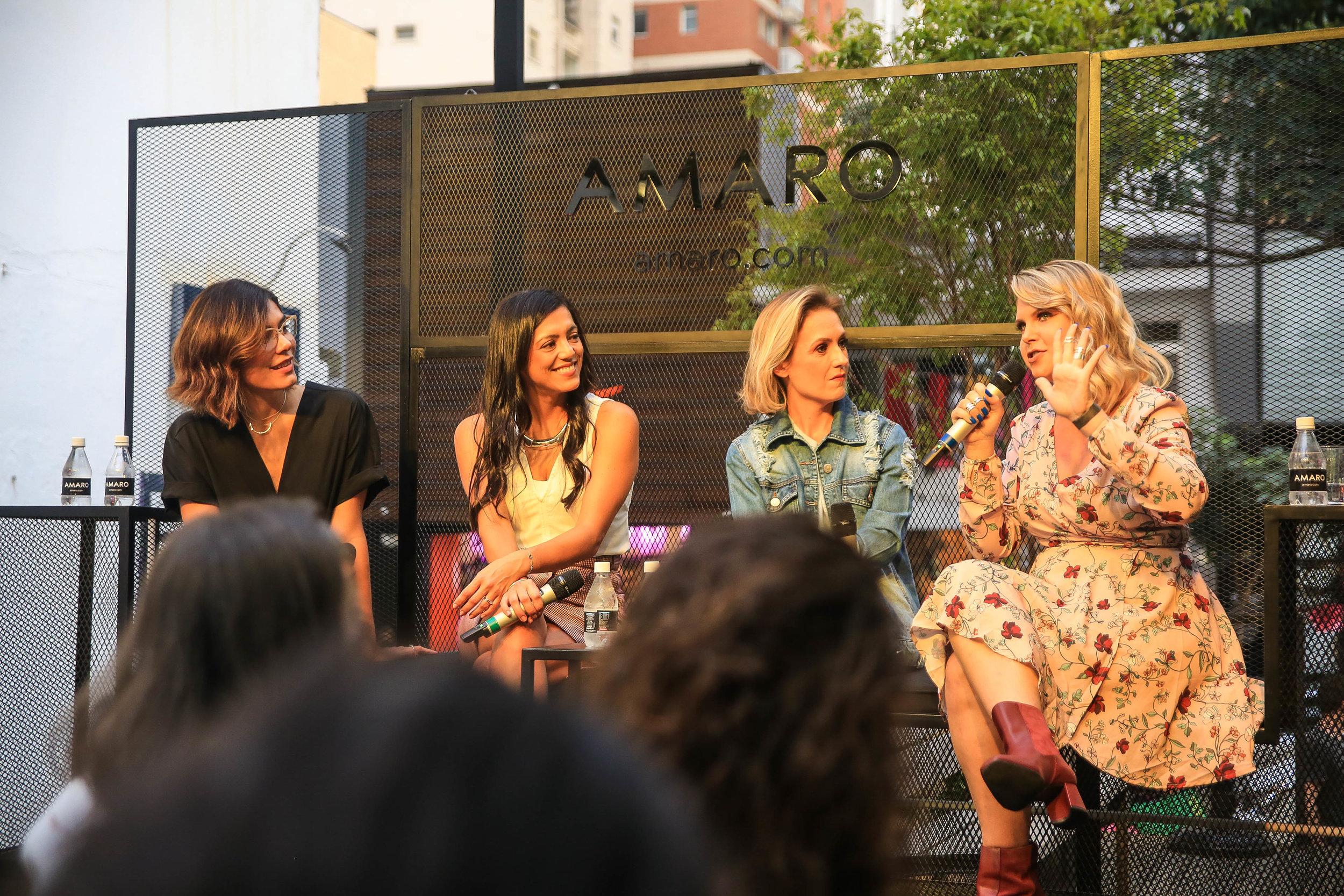 Laura Ancona, Denise Door, Shirley Hilgert e Carolinie Figueiredo durante o talk