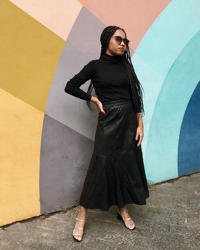 Quem disse que no inverno não se pode usar saia? As meninas do @stealthelook mandaram muito bem no #AMAROlook com a nossa Saia Midi Statement, amamos! 💕