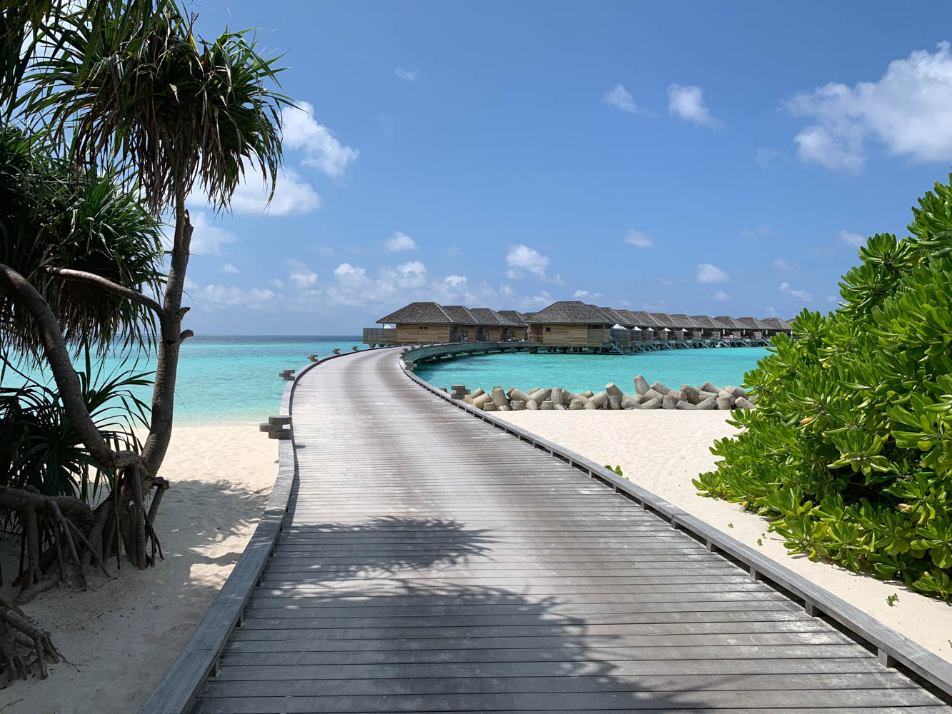Maldives_Resort_Honeymoon_Hurawalhi_MaldivesTravelAdvisor.jpg