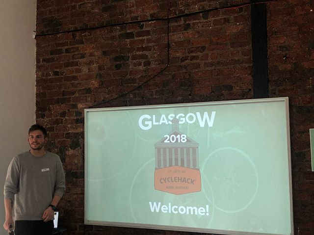 Woo Greg from @wearesnook welcoming everyone to @CycleHackgla .. we're off to our second live #cyclehack now in Leeds!