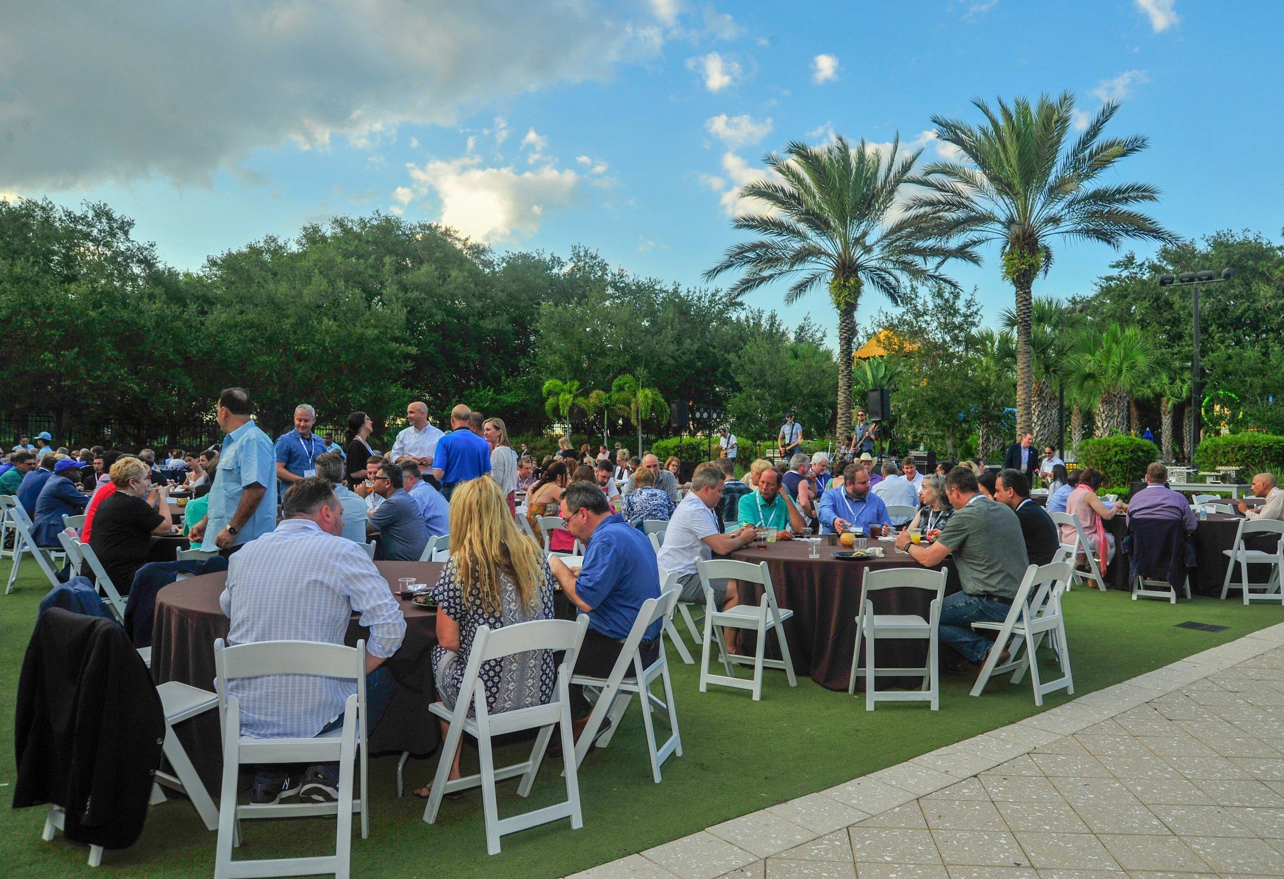 Hundreds of SIM Connect Live attendees enjoyed networking, dinner and entertainment during a pleasant Orlando evening on May 16, 2019.