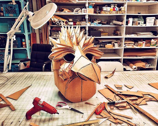 Birth of Birb. We back. ⠀⠀⠀⠀⠀⠀⠀⠀⠀ ⠀⠀⠀⠀ #masks #maskmaking #art #cardboard #bird #cacaw