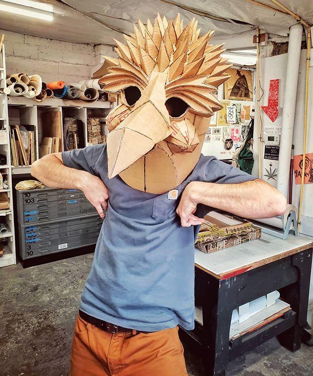 Test flight with @asamease ⠀⠀⠀⠀⠀⠀⠀⠀⠀ ⠀⠀⠀⠀⠀⠀⠀⠀⠀ #maskmaking #masks #maskart #birdstuff #cacaw #fabulabonaest #cardboard #art