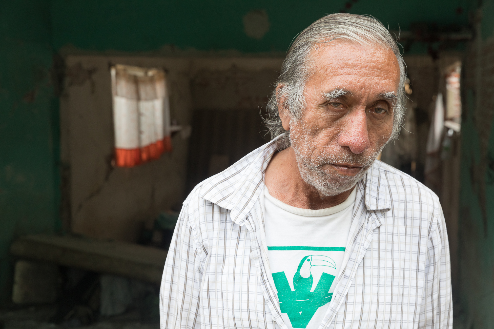 Álvaro Jaimes was able to get out of his small flat that he shares with his uncle Jesús Jaime. Now the place is completely uninhabitable. PHOTO: Francisco Alcala Torreslanda