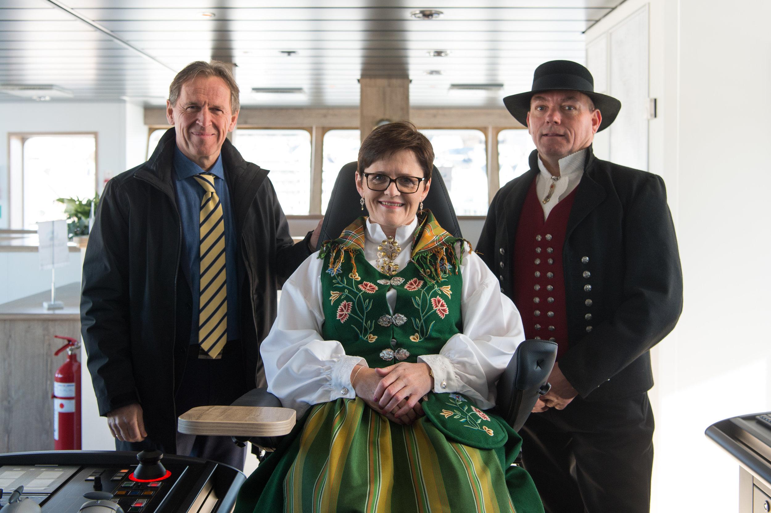 From left:CEO of Kleven Ståle Rasmussen, Lady Sponsor Lisbeth Berg-Hansen in the captains chair and CEO of Sølvtrans Roger Halsebakk.