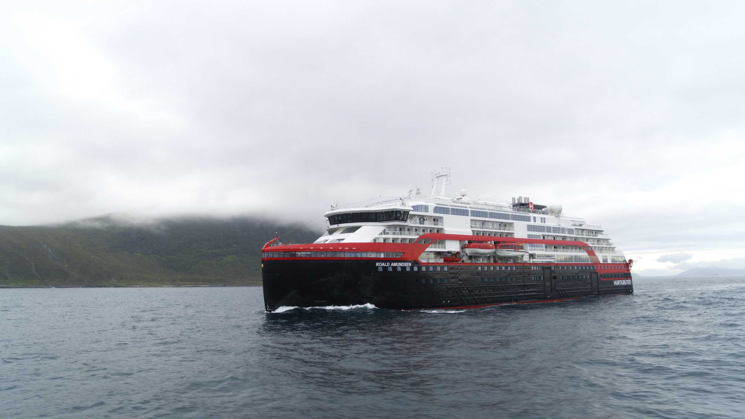 Hurtigruten MS Roald Amundsen 005 - hybrid powered - photo Hurtigruten.jpg