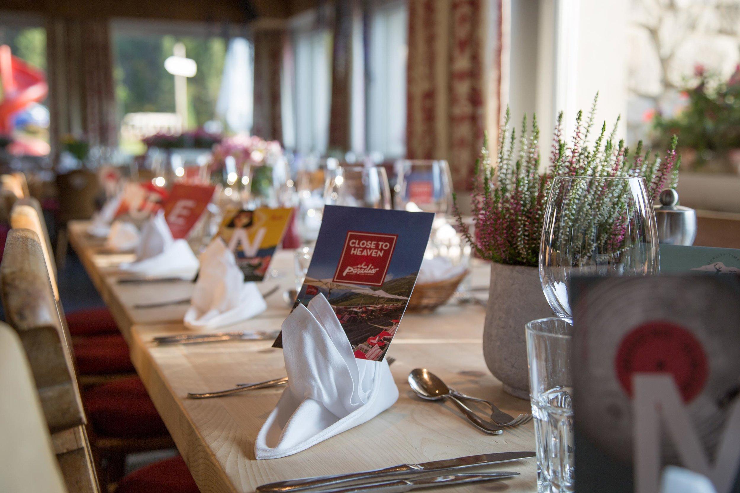 lejdastaz-restorant-stimmung-tische.jpg