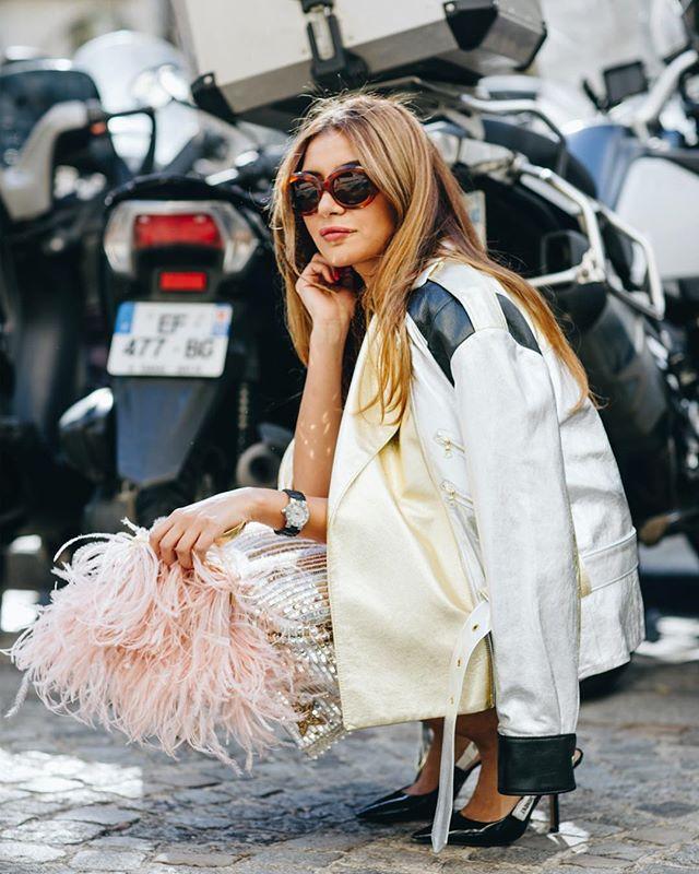 Biker Chic ✨ Last Flamingo purse in stock- link in bio . . . #lalingigirl #designerbag #featherclutch #featherbag #statementbag #coutureweek #pariscoutureweek #parisfashionweek #parisstreetstyle #margoandme #fashionphotography #stylist #celebritystylist #statementbag #statementpiece #luxurybags #luxuryfashion