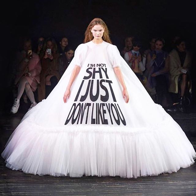 Need the T-shirt version of this now🙈 #so#me . . . #lalingi #runway #fashioninspo #runwayfashion #emergingdesigner #fashiondiaries #fashionphotography #statementpiece #dress #clutches #luxuryfashion #luxurybags #emergingbrand #londondesigner