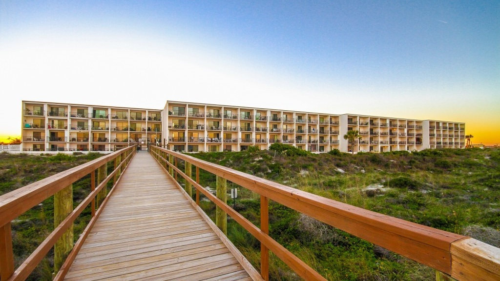 BEACHER'S LODGE - Beacher's Lodge offers condo style rooms just steps from the ocean! Located right on Crescent Beach, you can walk over to Paula's Beach Side Grill or South Beach Grill for a casual bite.View in Directory